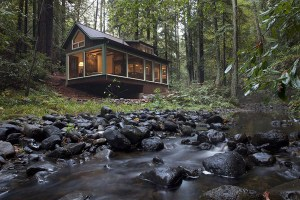 charming-creekside-cabin-california-1